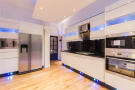 2 bed Apartment in Fitzgeorge Avenue...