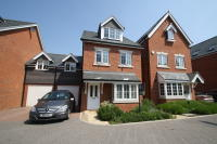 Town House to rent in Brackendale Close...