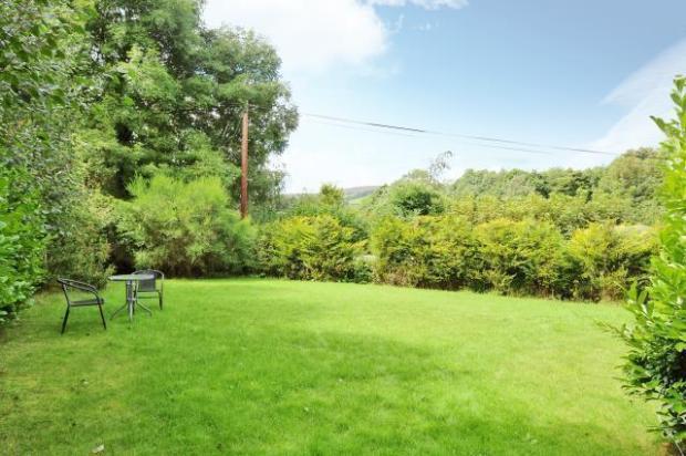 -Private rear garden