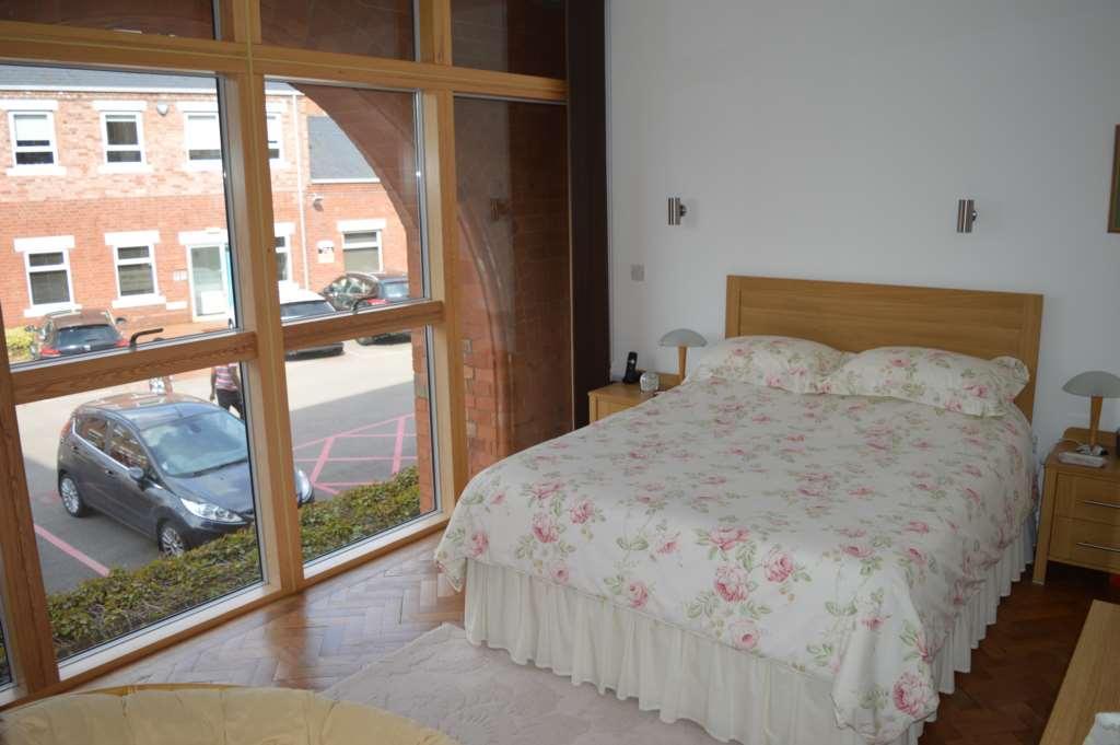2 bedroom apartment to rent in generator hall electric for Bedroom generator