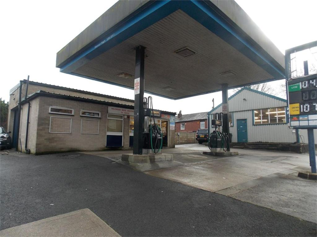 Commercial property for sale in adrian road garage bolton for Due bay garage