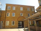 Town House to rent in Alexandra Avenue...