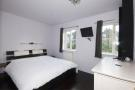 2 bed Apartment in Carlyle Mews, London, E1