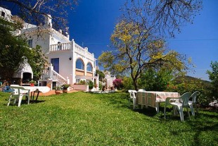 6 bed Detached Villa for sale in Andalusia, M�laga...