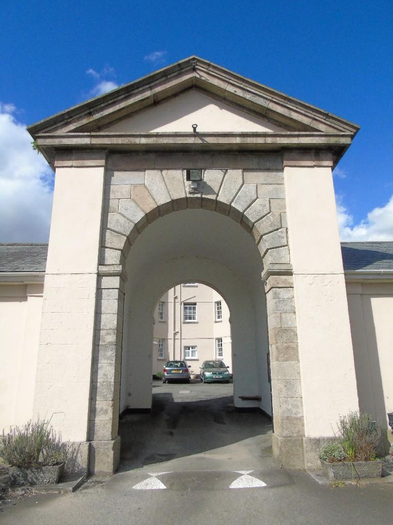 Russell Crt Archway