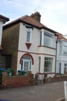 Terraced house to rent in Bramshot avenue...