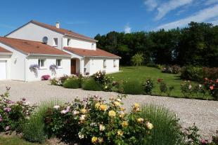 4 bed property in Aquitaine, Dordogne...
