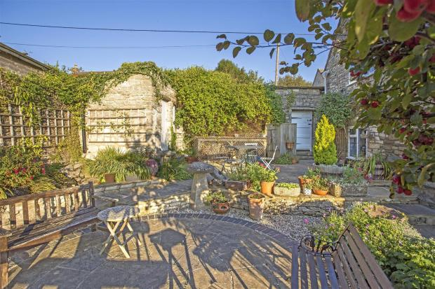courtyard garden HR.