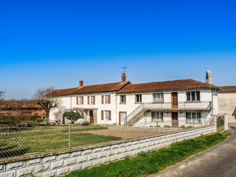 8 bedroom home for sale in Poitou-Charentes...
