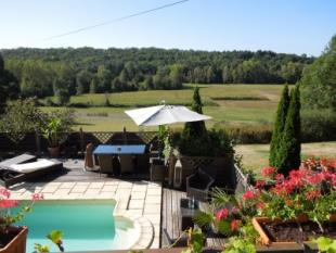 3 bed home in Brantome.
