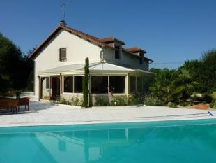 4 bed house in Valdivienne near...