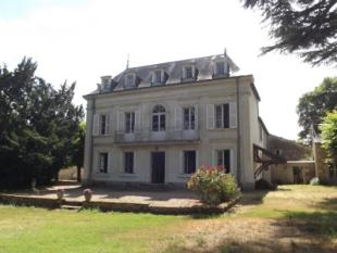 7 bedroom home for sale in antogny-le-tillac...