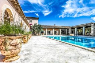 Equestrian Facility property in maussane-les-alpilles...
