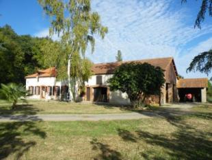 5 bed property for sale in vic-en-bigorre...