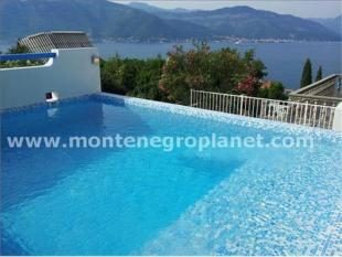 property for sale in Villa with a swimming...
