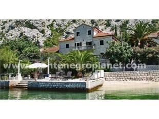 6 bedroom house for sale in Luxury Villa on the...