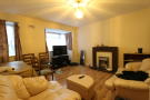 Flat to rent in Grove Close, Avenue Road...