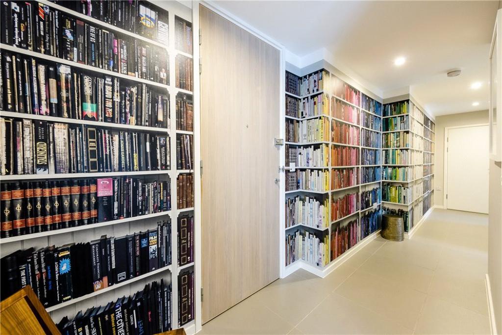 Hallway: Ec1