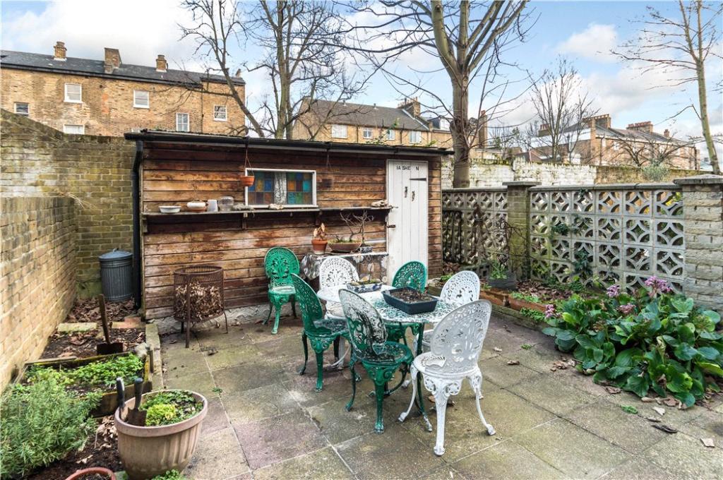 Highbury: Garden