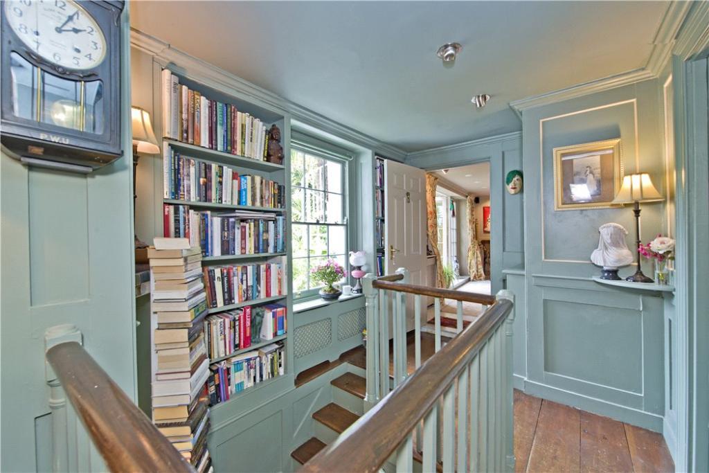 Islington: Hallway