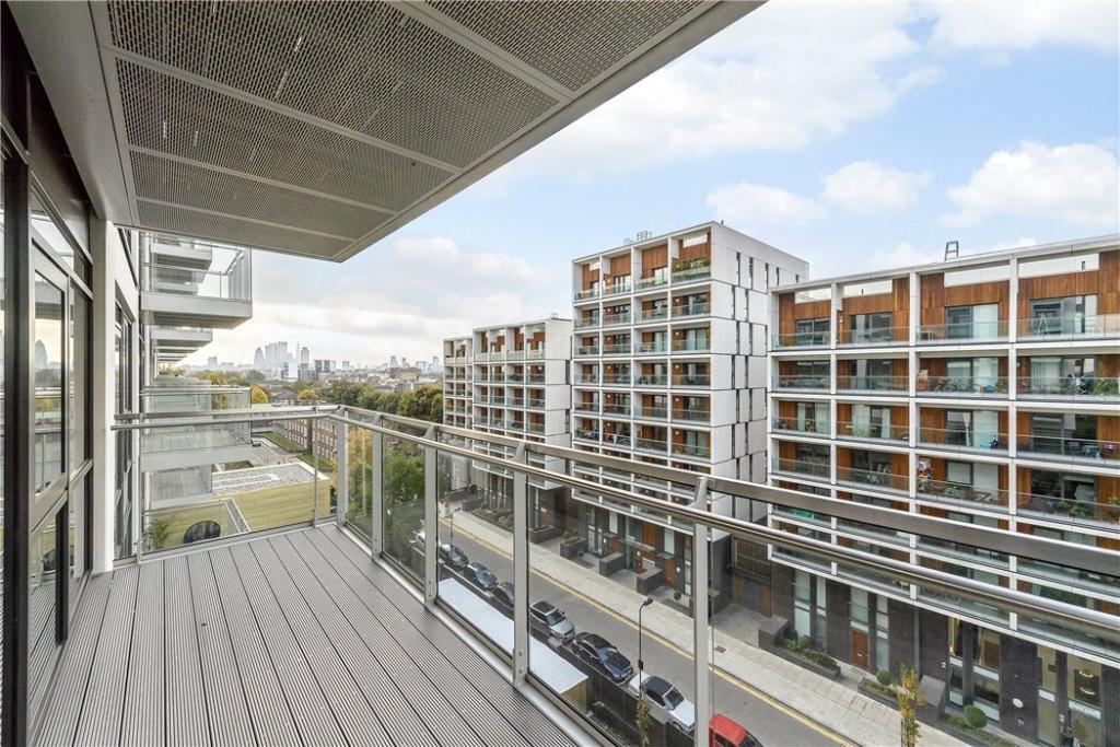 Dalston : Balcony