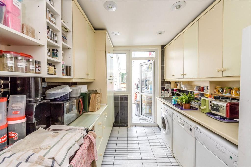 Holloway: Kitchen