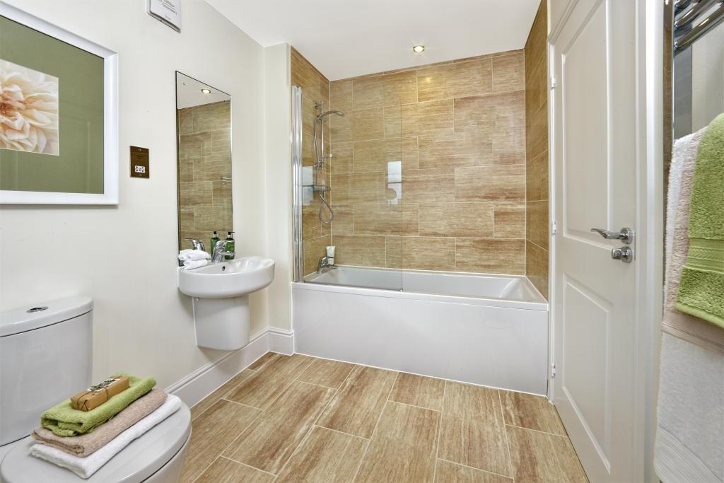 Modern white bathroom design ideas photos inspiration for Bathroom floor ideas uk