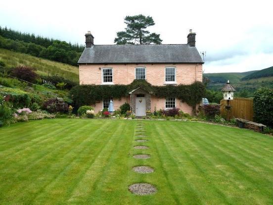 MAIN FARM HOUSE: BARLEY MEADOW HOUSE