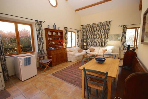 Living area. House 2