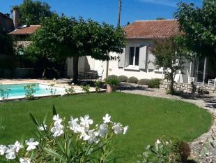 4 bedroom Detached property for sale in Villa near centre with...