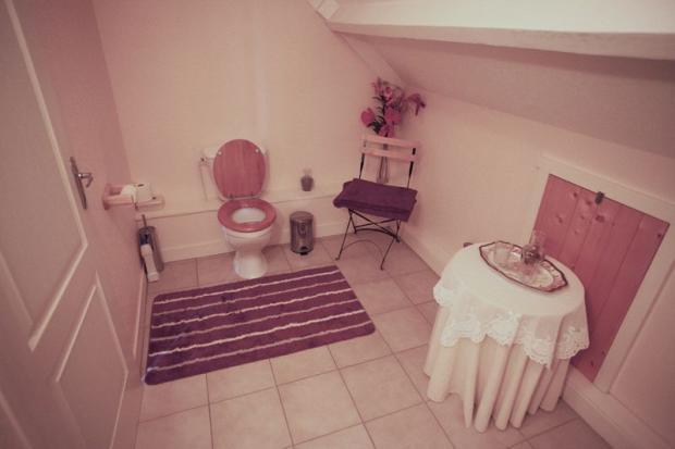 Upstairs en-suite