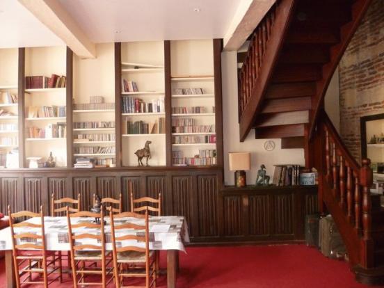 Salon dining area