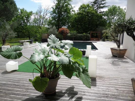 Terrace round pool