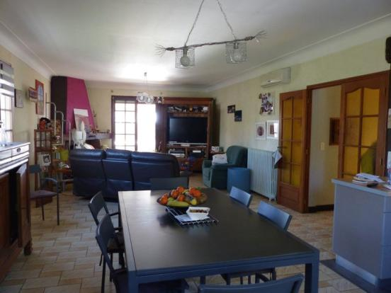 Dining room/salle à