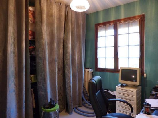Bedroom-office/chambre-bureau