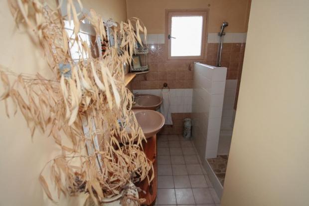 Bathroom  (grnd flr)