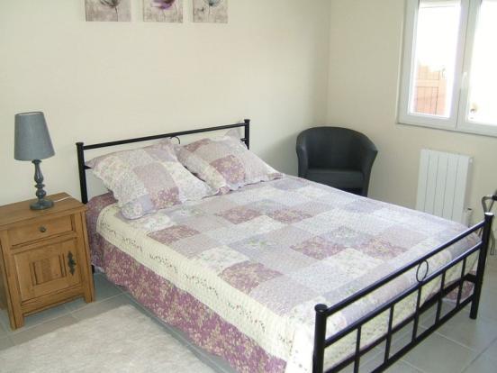 Bedroom (guest)
