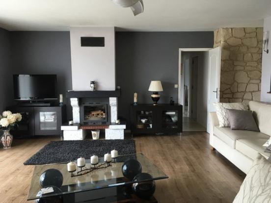 Living room (doors