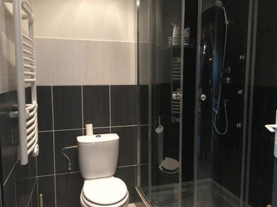 Shower room (gf)