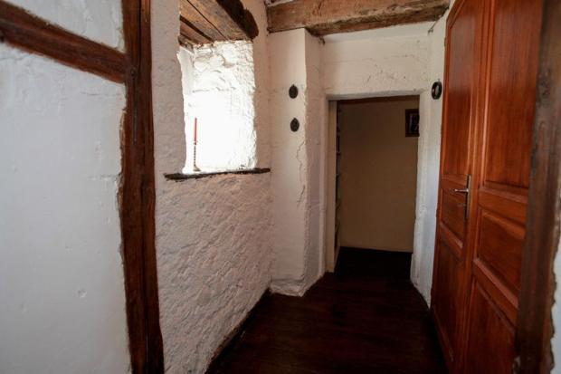 Hallway to Bed 1