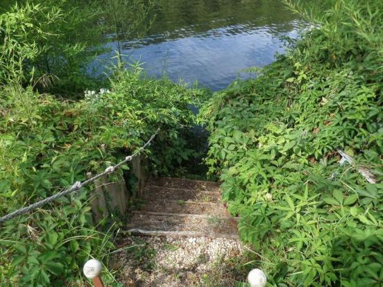 Access to pontoon