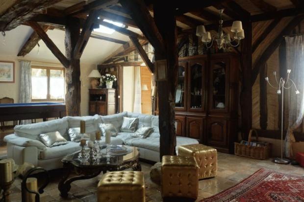 Manor living room
