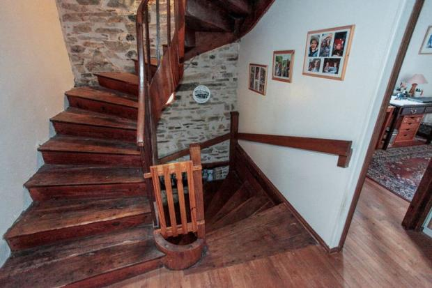 Staircase to 2nd...