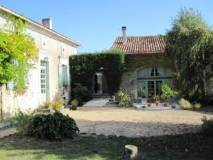 5 bed home in Near Festalemps, Dordogne