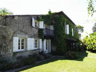 4 bedroom Country House in Secteur: Nanteuil...