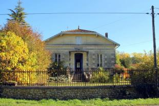 Country House in Proche/Near Montendre...