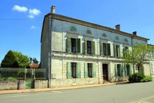 Character Property in Proche/Near Montlieu la...