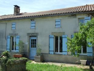 5 bedroom home in Proche/Near Mirambeau...