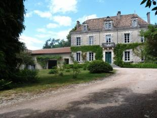10 bedroom home for sale in Proche / Near Nontron...