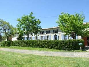 Character Property for sale in Proche / Near Mirambeau...